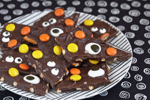 Halloween-Chocolate-Bark